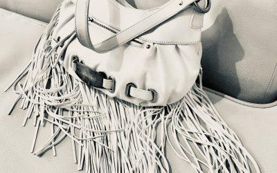 Τελικά ποιά είναι τα απαραίτητα για τη γυναικεία τσάντα;